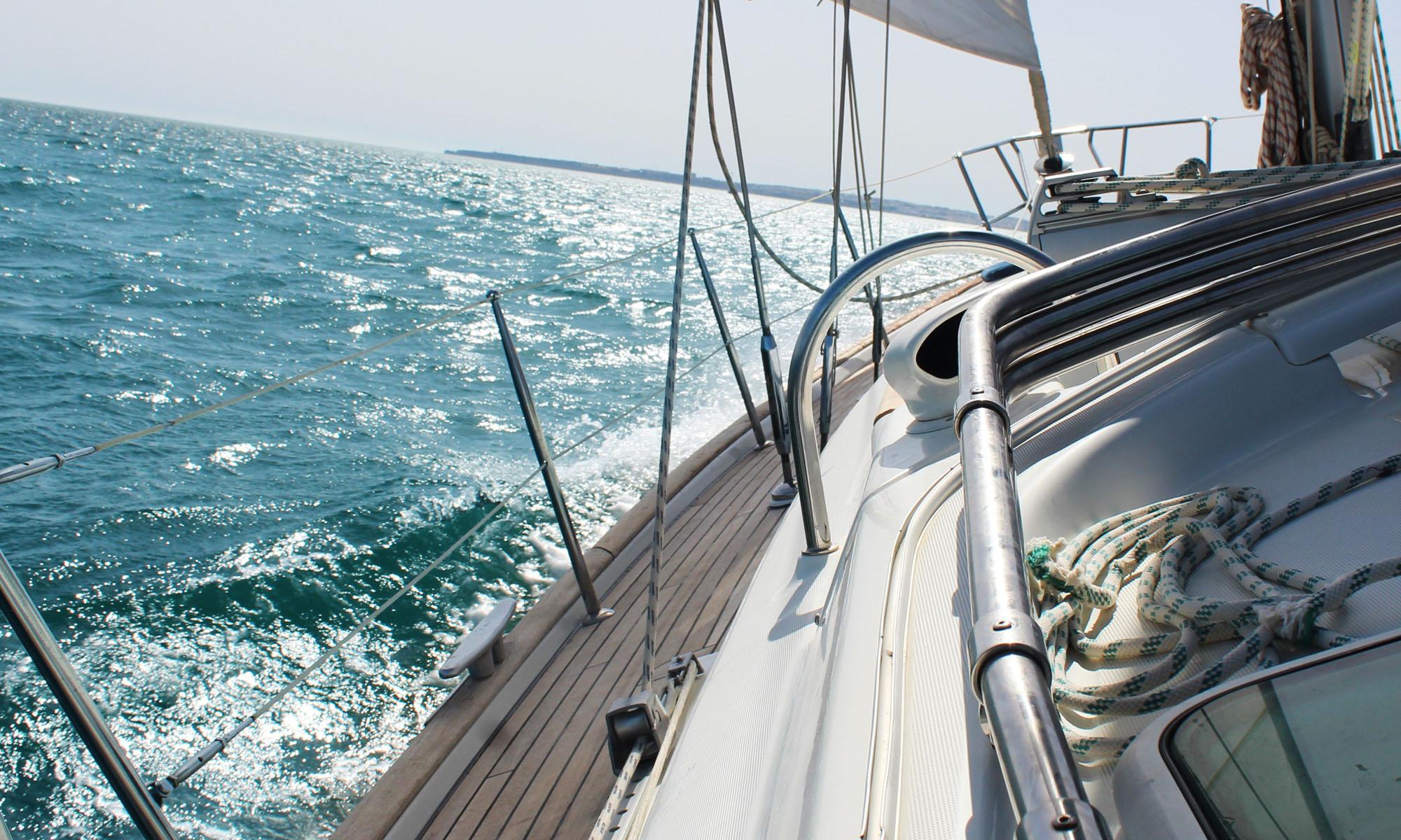 liner-on-sea